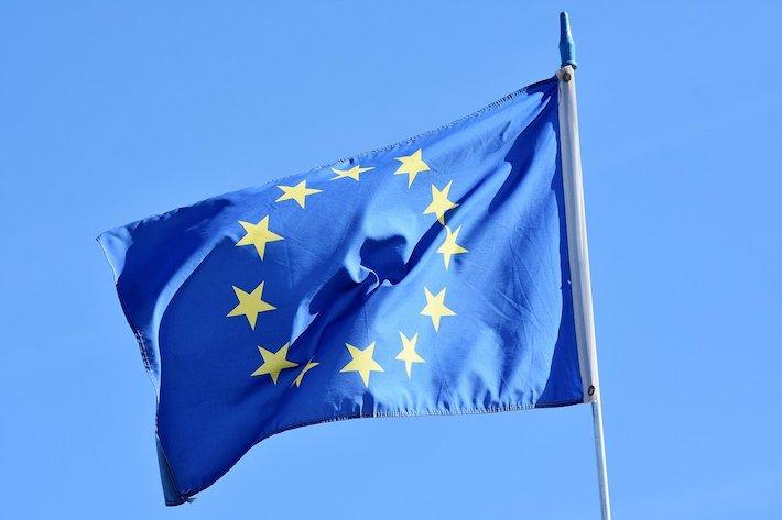 Uhríkovo konšpiračné dvojité menu: Tichý prevrat v EÚ pod rúškom korony