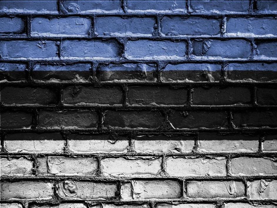 Estónci dvihli Rusov zo stoličky. Parlamentným uznesením im pripomenuli, ako si s Hitlerom rozdelili Európu
