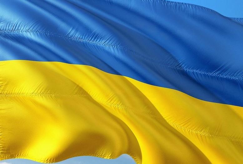 Ukrajinci bojujú s koronavírusom hajlovaním. Aspoň tak tvrdia ruské médiá